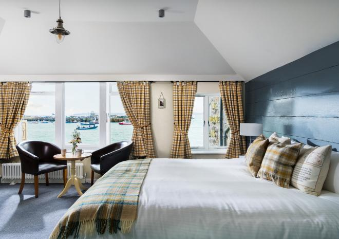 lifeboat-inn-st-ives-family-room-sea-view-st-austell-brewery