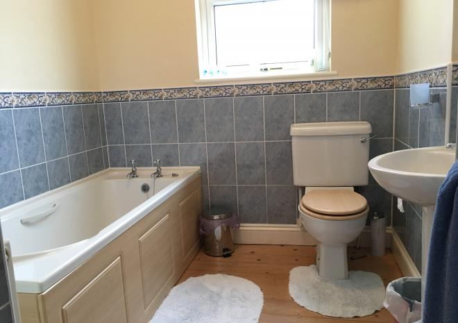 Family size bath room in Forget me not cottage, perfect for longer stays