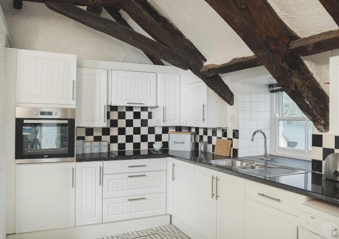 fowey-haveners-apartment-kitchen-cornwall-hotels-st-austell-brewery-pub