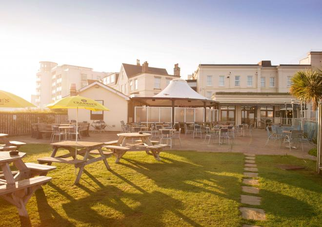 great-western-hotel-beer-garden-newquay-cornwall-hotels-st-austell-brewery