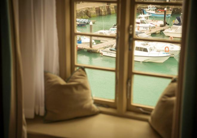 harbour-view-old-custom-house-padstow-cornwall-st-austell-brewery-pubs-hotels