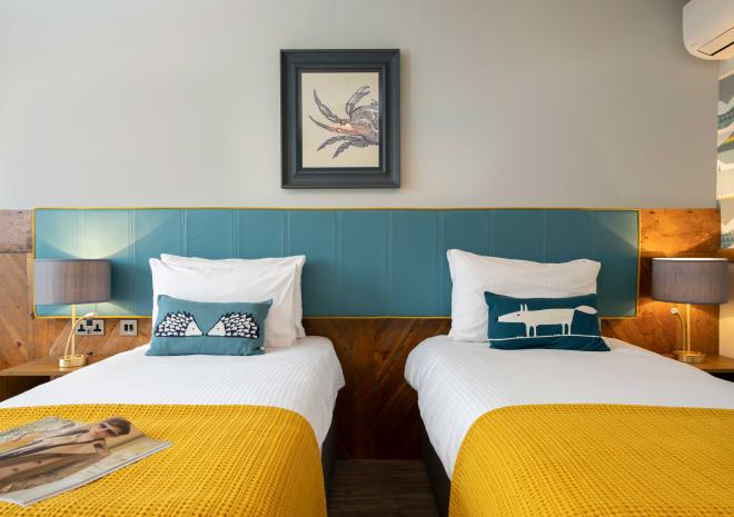 hotels-in-cornwall-old-success-inn-sennen-st-austell-brewery-twin-bedroom
