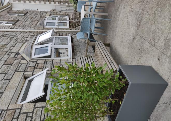 Out door space at the front of the cottage, only 5 paces to the harbour!