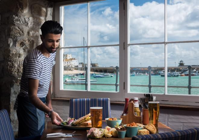 st-ives-cornwall-lifeboat-inn-st-austell-brewery