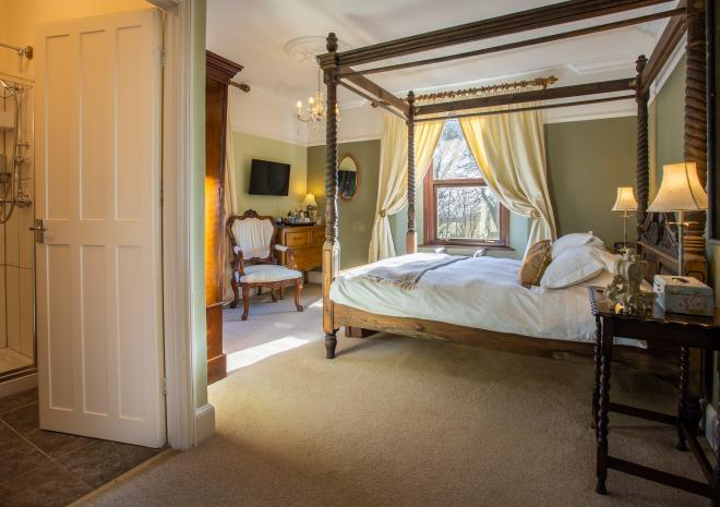 King Room with 4 poster bed