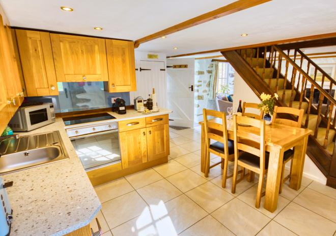 Lavender Cottage - Fully Equipped Kitchen Diner with Dishwasher