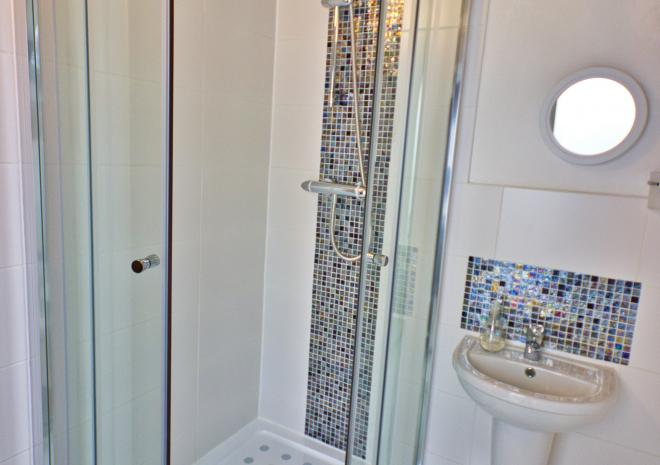 Lavender Cottage - Bathroom with Large Powerful Walk In Shower