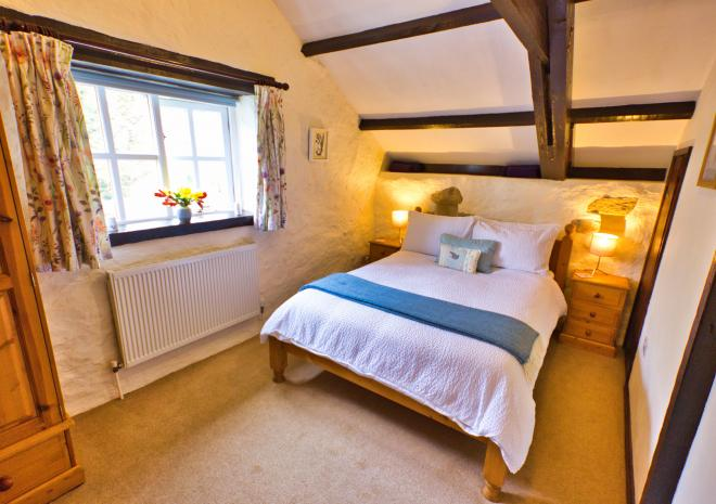 Lavender Cottage - Double Bedroom with Luxurious Cotton Bed Linen