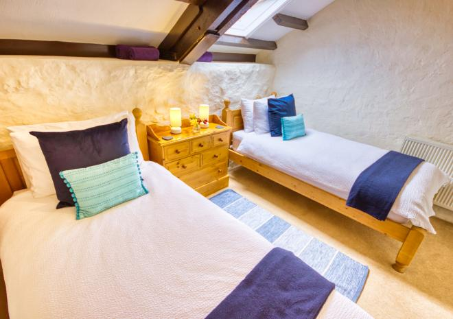 Lavender Cottage - Spacious Twin Bedroom