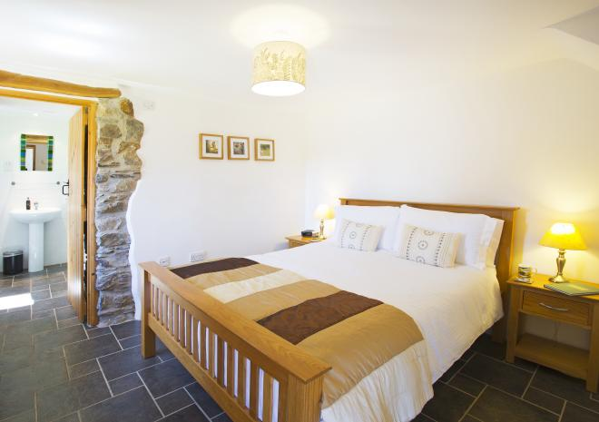 Master bedroom with 5' bed and ensuite shower room. Gospenheale Barn | Launceston