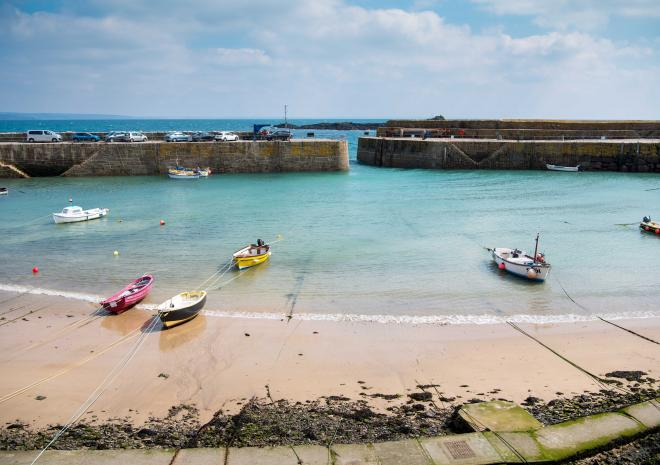 mousehole-harbour-cornwall-summer-hotels-in-cornwall-the-ship-inn-st-austell-brewery