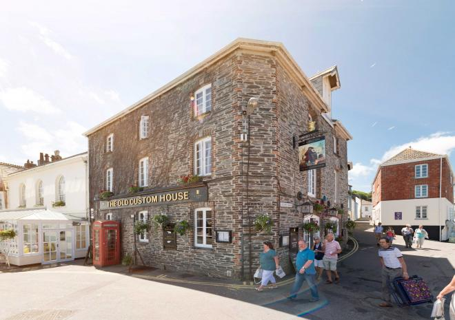 old-custom-house-exterior-cornwall-padstow-cornish-hotel-st-austell-brewery-pub