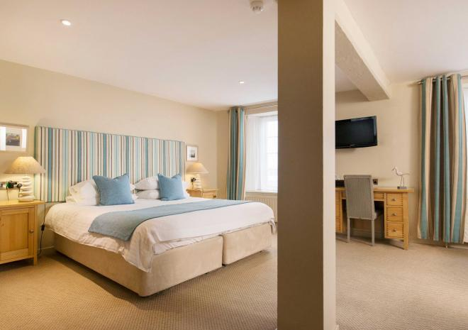 old-custom-house-interior-bedroom-padstow-cornwall-st-austell-brewery-hotels