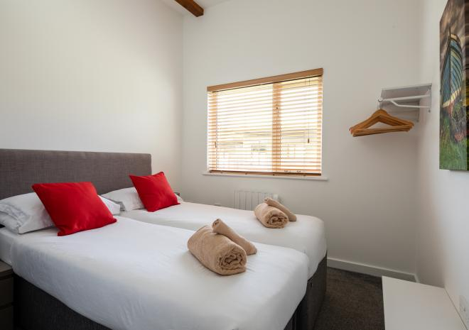 Front twin room with zip link beds