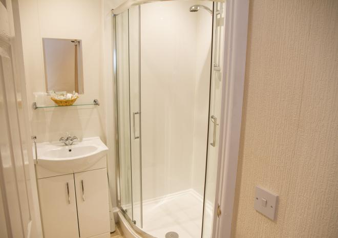 The Commercial, En-suite shower room, Double Twin room Land's End