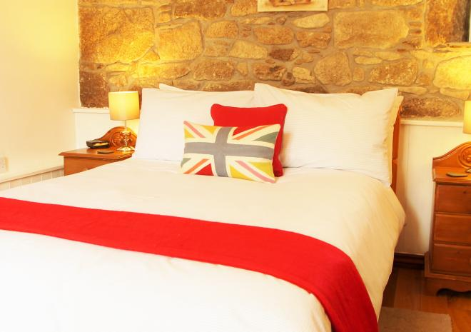 Rosemary Cottage - Double Bed with Luxurious Cotton Bed Linen