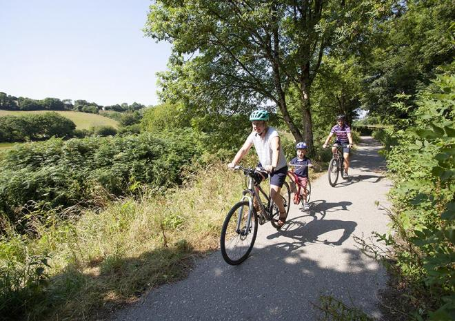 Cycle the trail to the beach of Pentewan