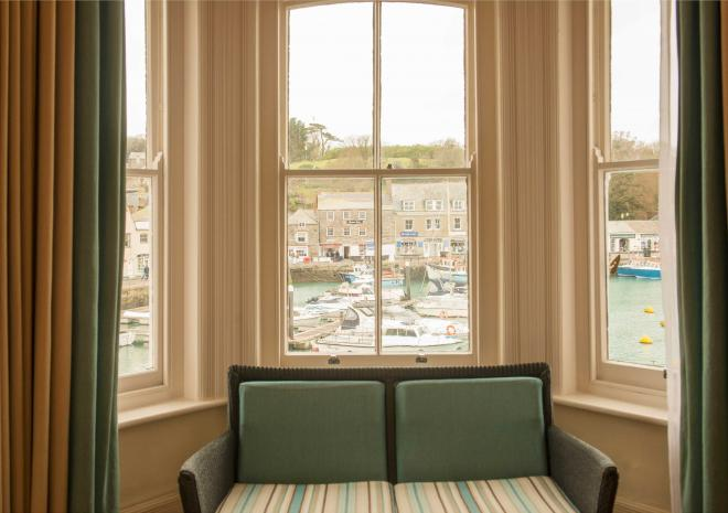 sea-view-hotels-in-cornwall-st-austell-brewery-pub-old-custom-house-padstow