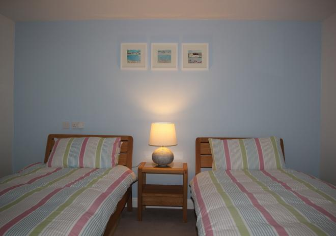 Self Catering Falmouth Gyllyngvase Apartment Twin Bedroom