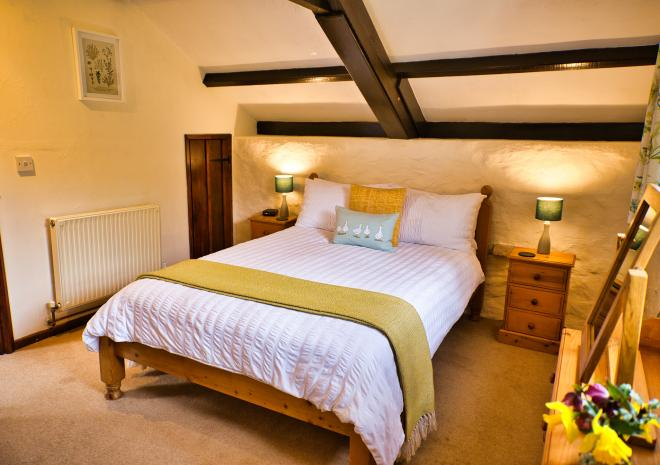 Thyme Cottage - Double Bedroom with Luxurious Cotton Bed Linen