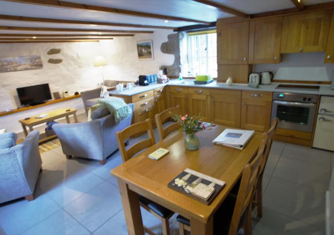 Thyme Cottage - Spacious Dining Area