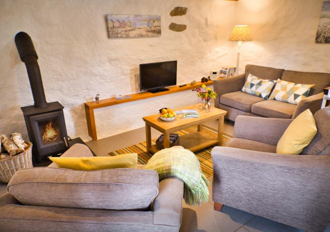 Thyme Cottage - Spacious & Charming Lounge