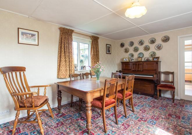 TREDINNEY FARMHOUSE - THE DINING ROOM