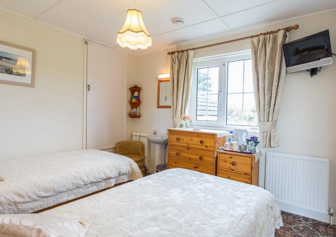 TREDINNEY FARMHOUSE - THE TWIN BEDROOM