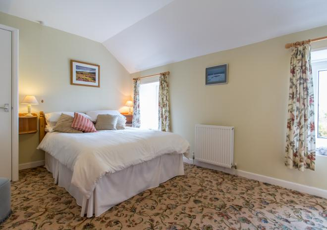 TREDINNEY FARMHOUSE - THE DOUBLE BEDROOM