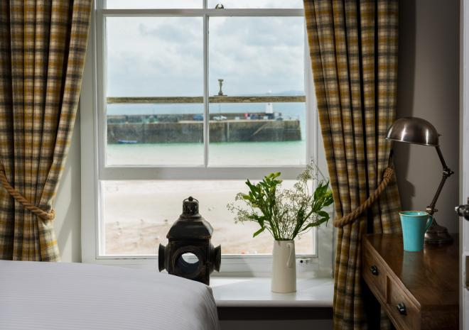 lifeboat-inn-st-ives-st-austell-brewery-hotels-cornwall