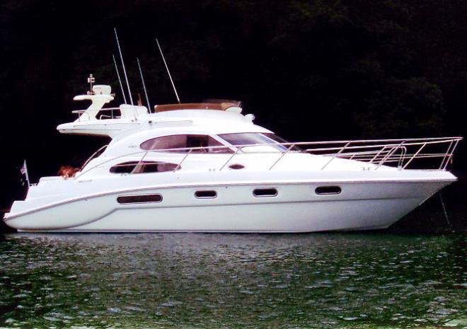 Windana Sealine F42/5 Flybridge cruiser