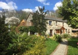 Hendra Barn, Self Catering Cottages in Coombe, St Austell, Cornwall