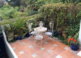 Seabreeze Cottage, sunny secure pretty peaceful garden with sea-view