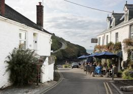 A stone's throw from the beach | opposite award winning pub & cafe| Port Gaverne