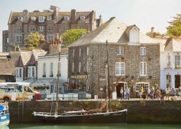 old-custom-house-padstow-exterior-st-austell-brewery-cornish-pub-hotels